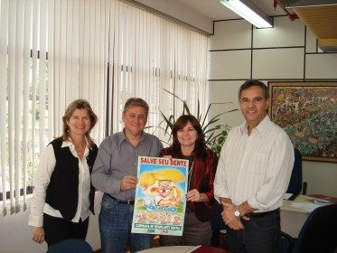 Doação de cartazes sobre avulsão dentária para Prefeitura de Novo Hamburgo