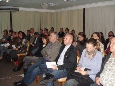 Palestra : Critérios para a utilização de pinos e nucleos em odontologia com o Prof° Dr. Laerte Schenkel